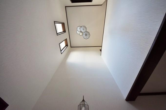 玄関ホール(吹き抜け)内装工事