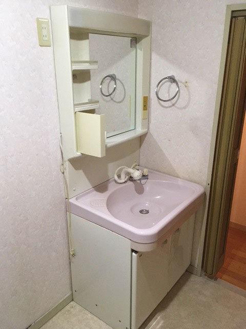 収納を増やしお洒落な洗面所にしました。