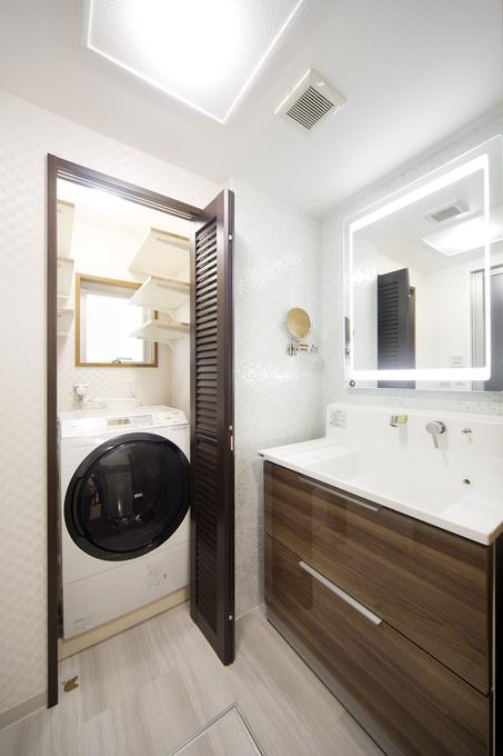 洗濯機を隠して生活感を感じない素敵な洗面室