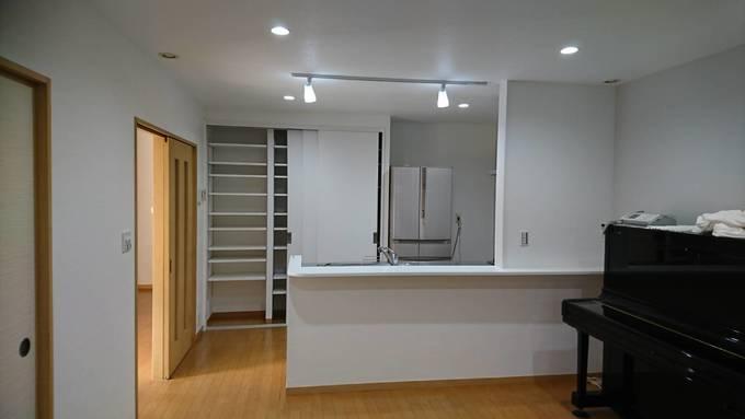 キッチンの吊戸棚を無くして広々としたLDK空間へ
