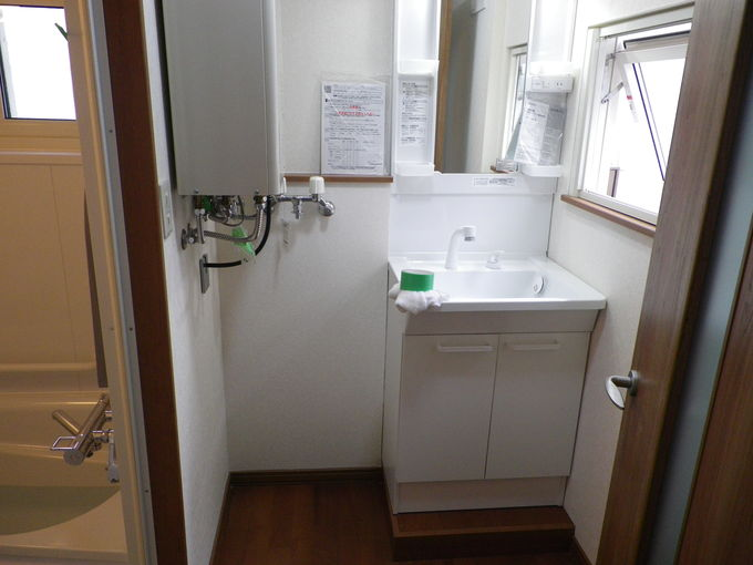 給湯機壁掛け置き場一つで広く感じるでしょ。