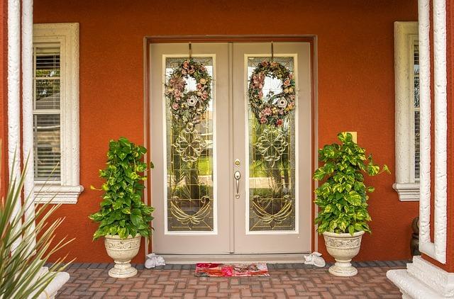 Doorway-1034476_640