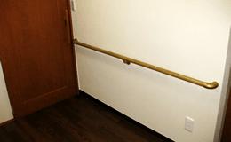 手すりを設置した廊下