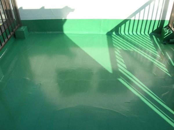 ウレタン塗膜防水でバルコニ-床の雨漏り解決