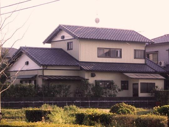 地震に有利な軽量屋根材ROOGAに葺き替え