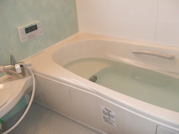 在来工法のタイル風呂を明るく温かいユニットバスへ
