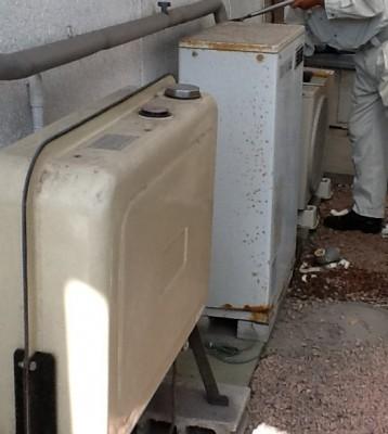 灯油ボイラーの交換作業