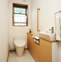 手すり完備で安心トイレ