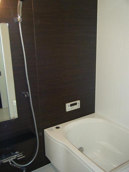 雰囲気一新、シックな浴室