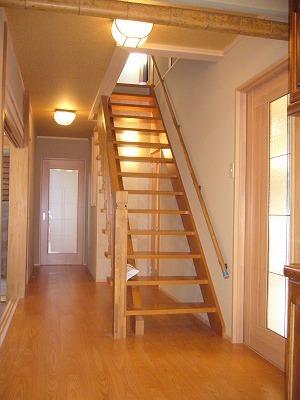 美しくなった階段廻り