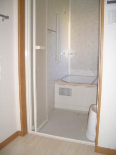 脱衣所も白を基調とした清潔感あるスペースに