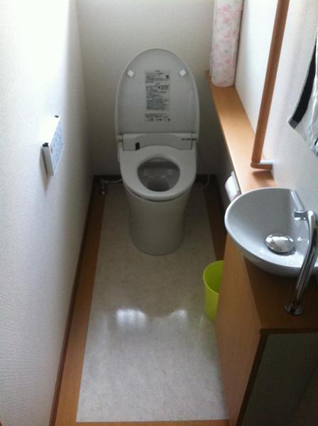 清潔感がある洗面台付きトイレ
