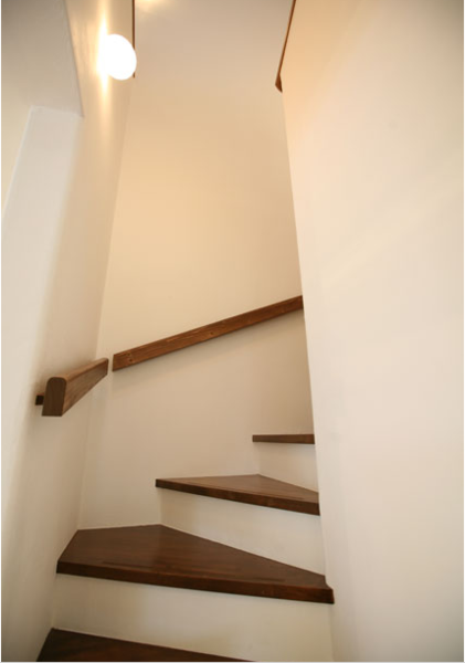 お子様も上がりやすい階段