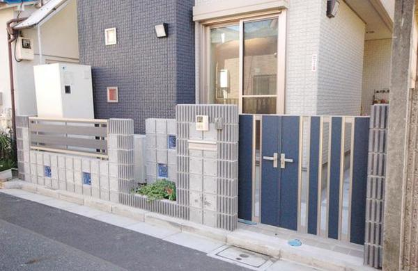 新築の住まいと調和する家まわりへのリフォーム事例