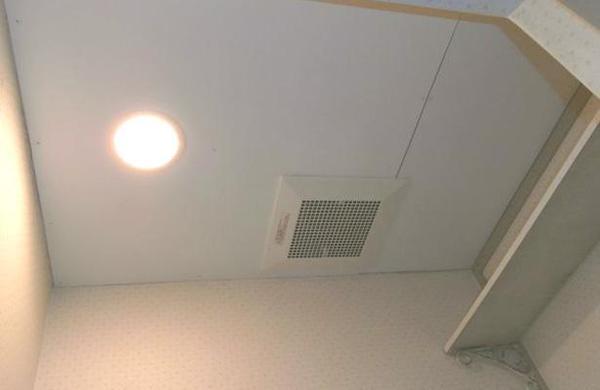 トイレの換気扇と照明器具を交換のリフォーム事例