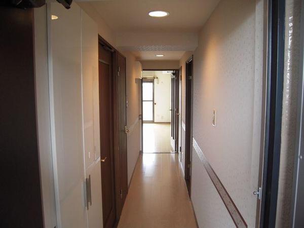 玄関収納はパナソニック、コンポーリア薄型。