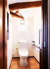 梁がある印象的なトイレ【トイレ】