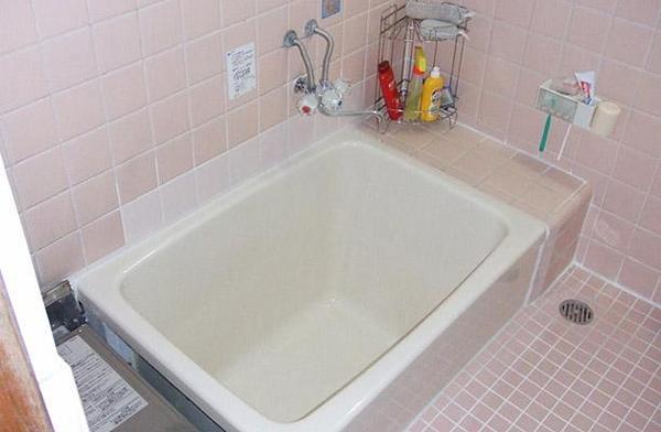 浴槽本体はINAXの「ポリエック」を採用【バス】