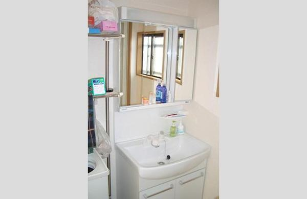 洗面台にはノーリツの最新モデルを採用【洗面】
