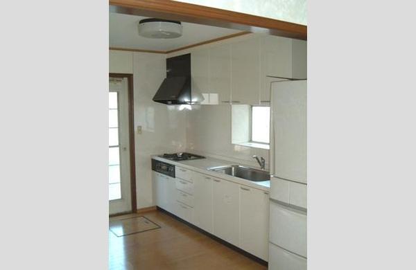 清潔感のあるホワイトなシステムキッチン【キッチン】