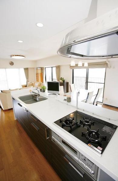 大容量の収納で便利なキッチンに【キッチン】