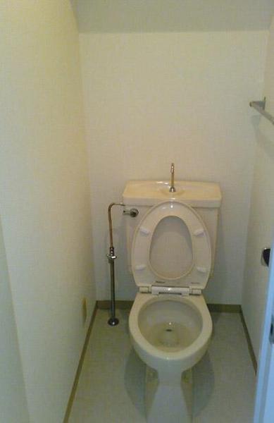 トイレは便器・壁紙すべてを交換【トイレ】