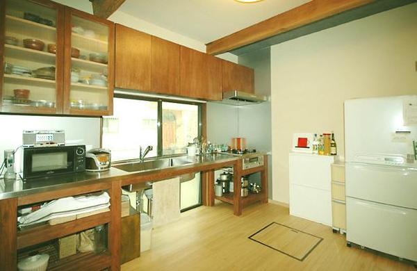 作り付けの檜造りのオリジナルキッチン【キッチン】