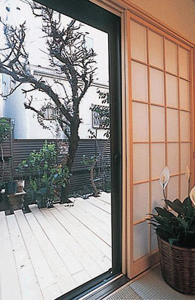 庭は和とモダンが調和した空間に【外構】