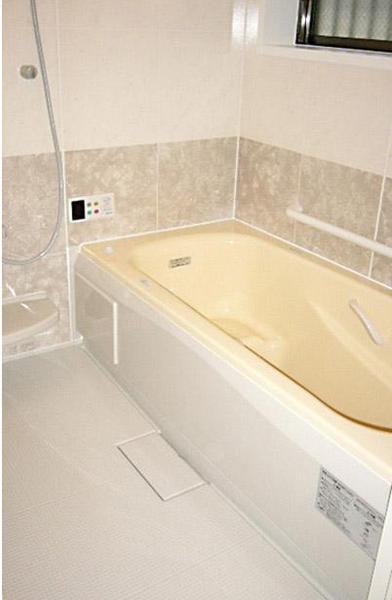 入浴も容易にできるように浴室は一坪に【バス】