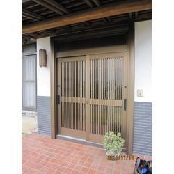 カバー工法で玄関リフォーム