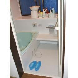 シロアリの発生場所はタイル製の浴室でした。