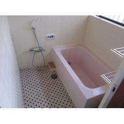 バランス釜をやめ、浴槽を広げ、給湯器を新しくしたリフォーム