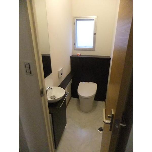 広いトイレ室内でまるごと収納