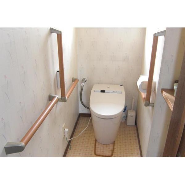 手すりの設置で安心安全なトイレへ