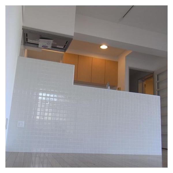 カウンター全面にタイルを貼り付けたオープンキッチンは弊社自慢の施工事例となりました。