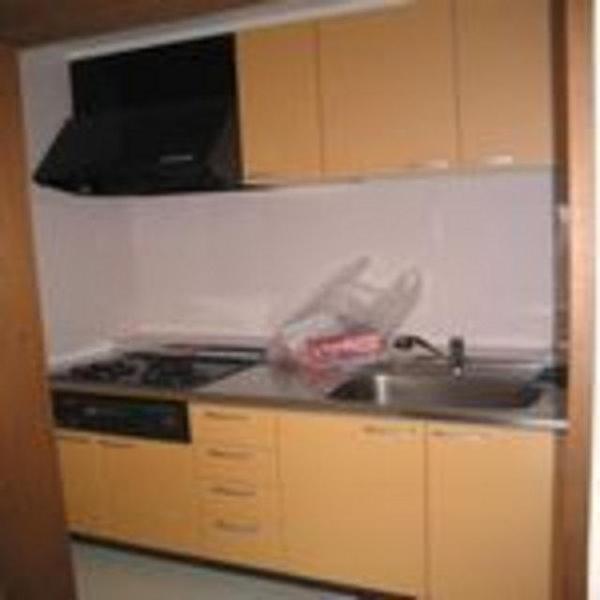 使いやすい明るいキッチンになりました。