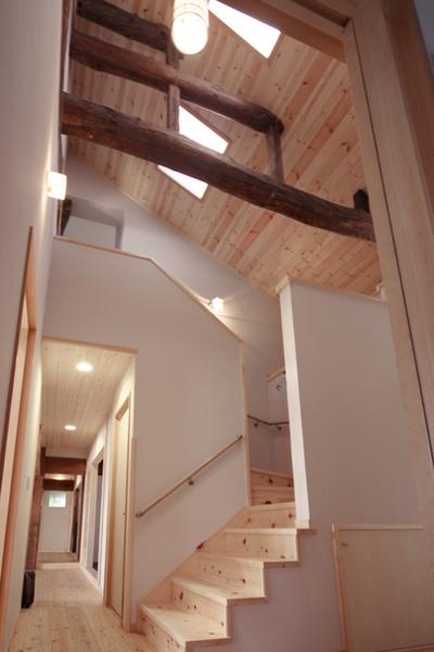明るく、上り下りしやすい階段