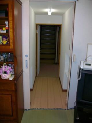 渡り廊下でつながる家族【階段】