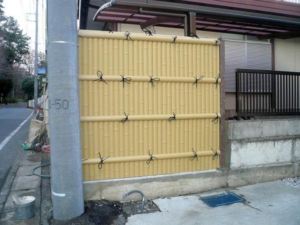 隣の塀に竹立てかけた?