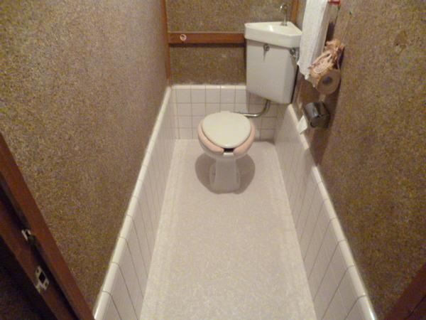 トイレの床をキレイにリフォーム