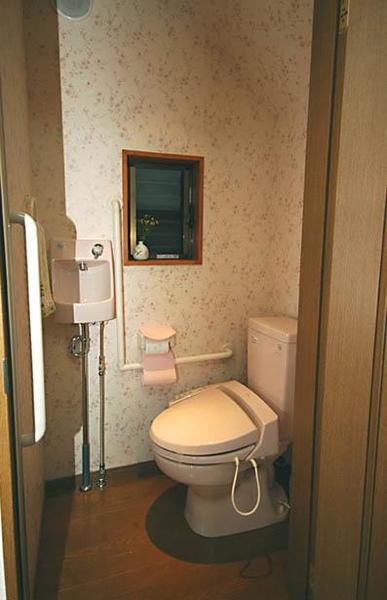 住まう方のために、バリアフリー化されたトイレ