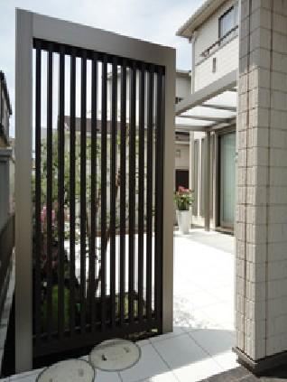 テラスのあるお庭【玄関】