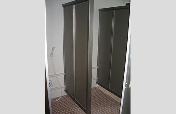 シャワールームに変えて外国人も使いやすく【バス】