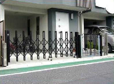 玄関前アプローチを安全スペースに【玄関】