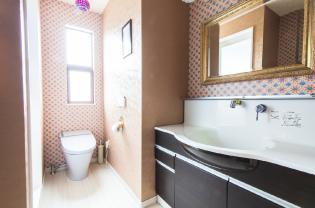 トイレと統一された洗面台