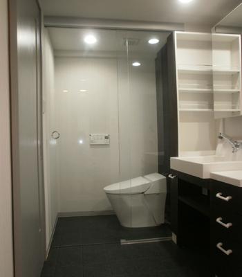 高級ホテルを思わせるトイレへ