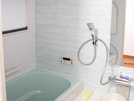 ホワイトなバスルーム