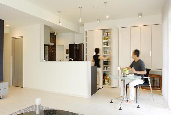 メリハリのある空間設計と配色でモダンな自宅兼SOHO