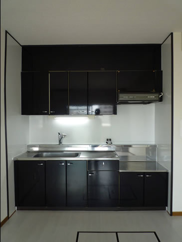 ブラックで統一のクールなキッチン