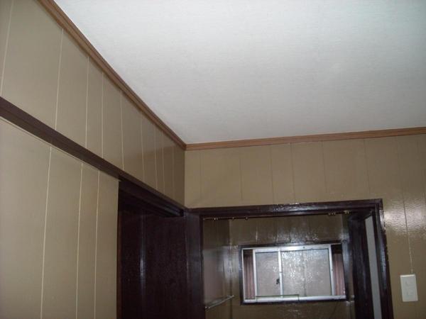 白天井で清潔感あふれる空間